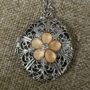 Jewelry - Coral flower locket